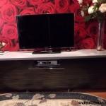 Консоль – идеальная подставка для телевизора